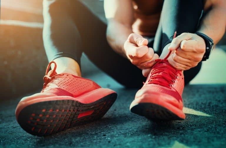 Blaue Zehnägel sind oft die Ursache von zu engen Schuhen.