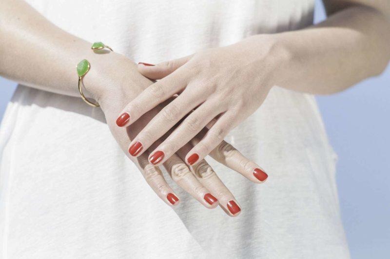Rillen in den Fingernägeln: Längsrillen und Querrillen