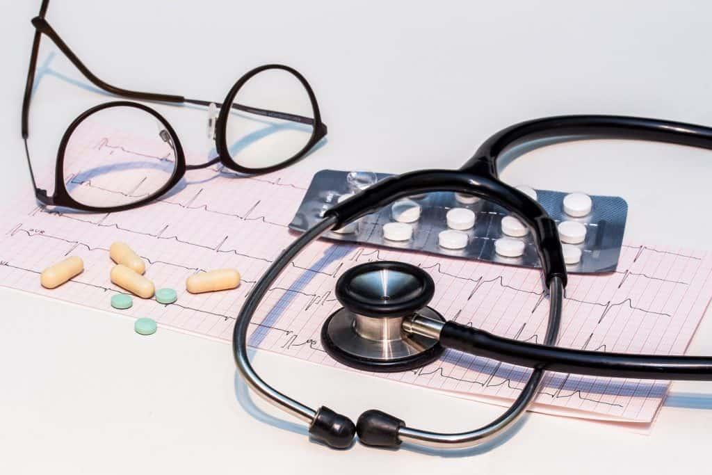 Stethoskop als Symbol für einen Arzttermin bei Fußpilz in der Schwangerschaft