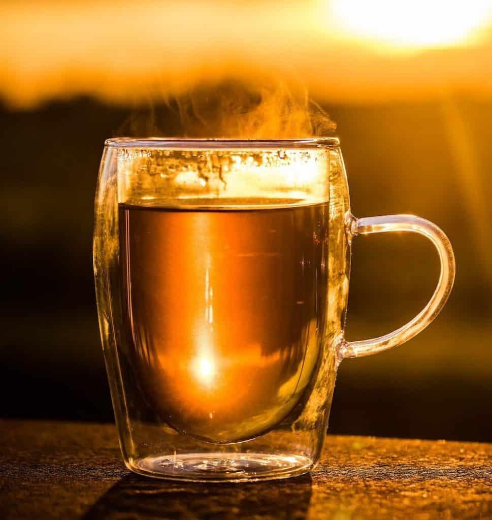 Tee aus Teebaumblättern, wurde dabei auch schon früher in Australien bei vielen Erkrankungen eingesetzt.