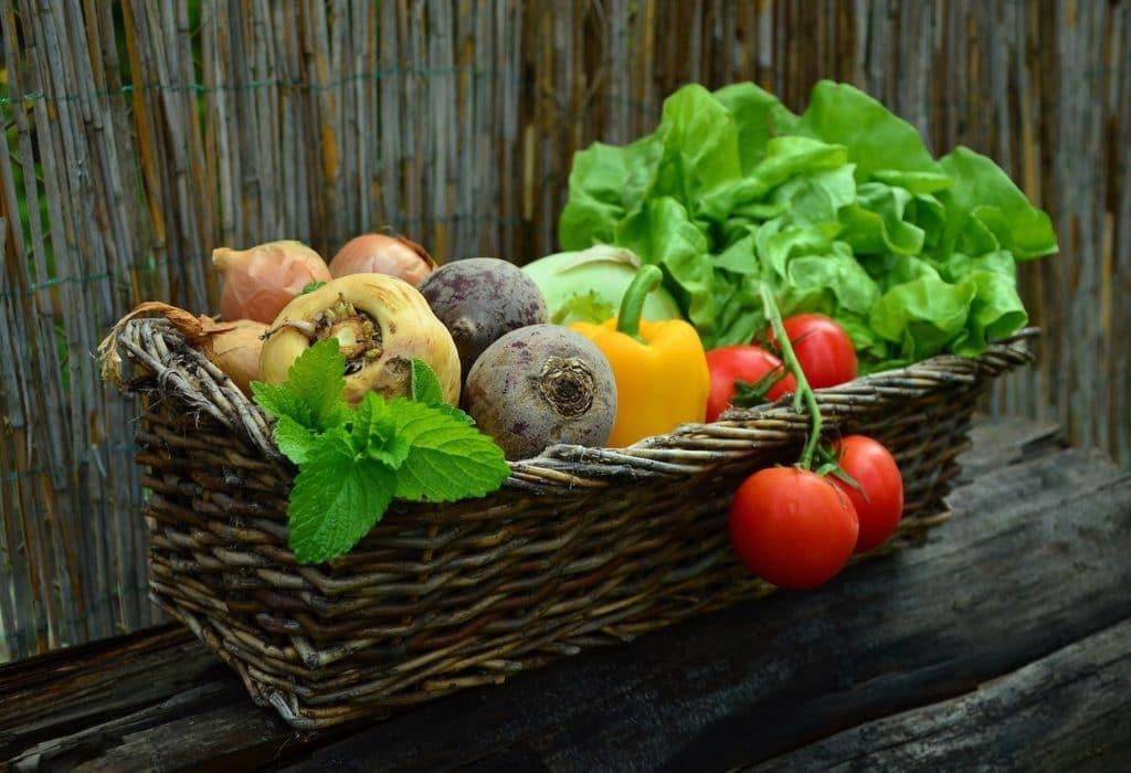 Gemüsekorb, richtige Ernährung fördert gesundes Nagelwachstum