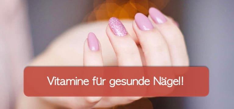 Fingernägel mit rosafarbenem Nagellack, Hintergrund unscharf, Symbolisch für feste Nägel