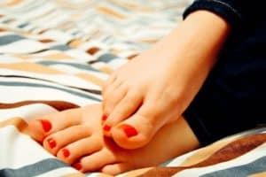 Medizinische Fußpflege bei Nagelpilz: Hilft der Podologe?