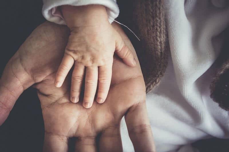 Warze an der Hand entfernen: Helfen Hausmittel?